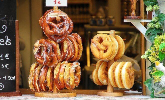 Bretzel ブレッツェル - じつはフランス生まれ!?ドイツ発祥の8の字パン